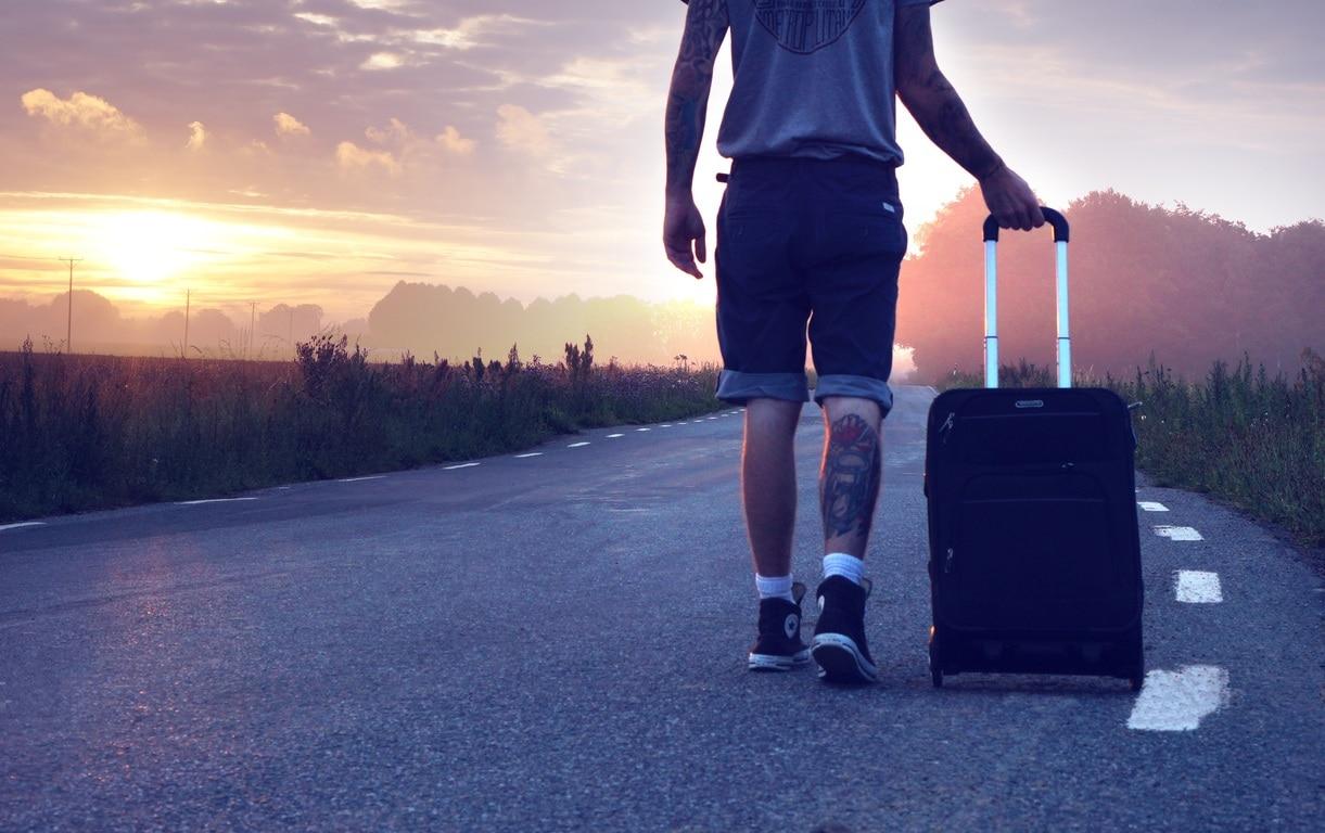 Cómo empaquetar para un viaje en una sola maleta