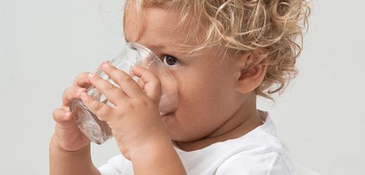 Cuándo introducir el agua en la alimentación del bebé