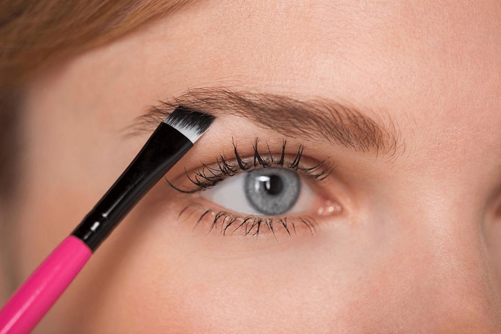 Cómo conseguir unas cejas XL