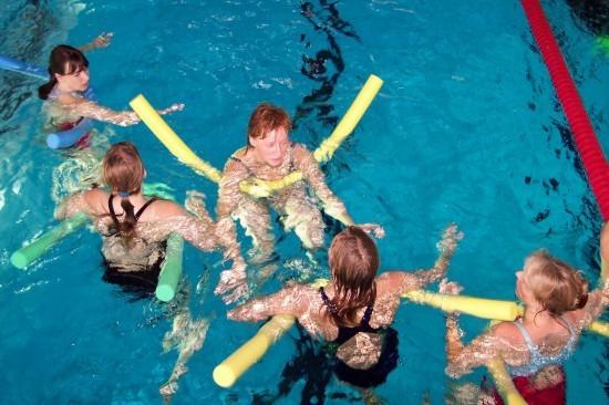 Consigue un cuerpo 10 haciendo ejercicio en la piscina
